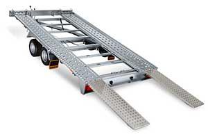 Humbaur FTK kantelbare transporter met open laadvloer, rijbanen en oprijplaten