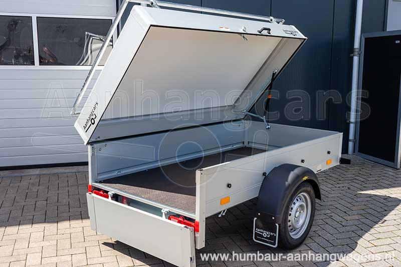 Humbaur bagagewagen met geopende klep en achterbord